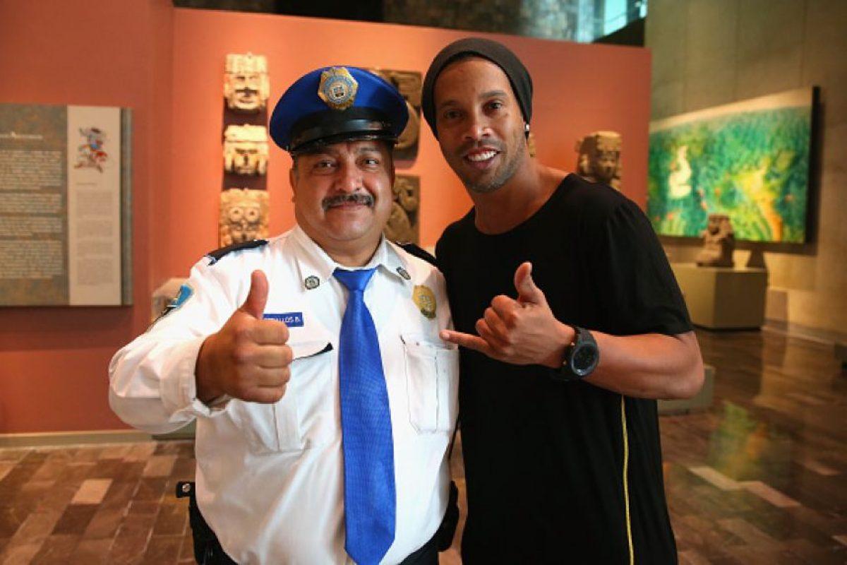 Afortunado guardia que se tomó una foto con Ronaldinho Foto:Getty Images