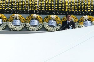 Además, informó que Obama no evaluará la decisión de usar la bomba hace 70 años Foto:Getty Images