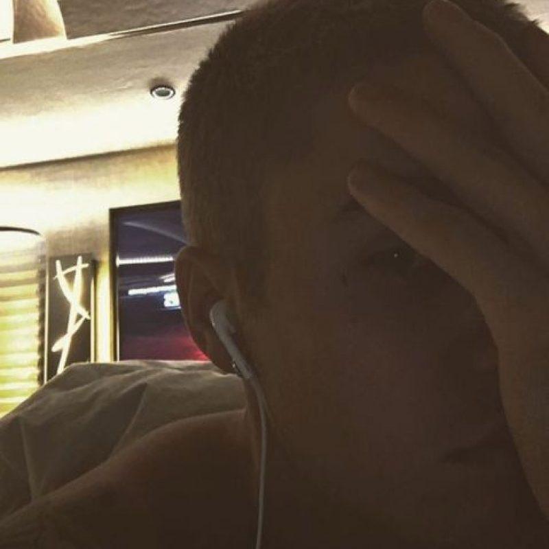 Mostrando su nuevo tatuaje en la cara Foto:Vía Instagram/@justinbieber