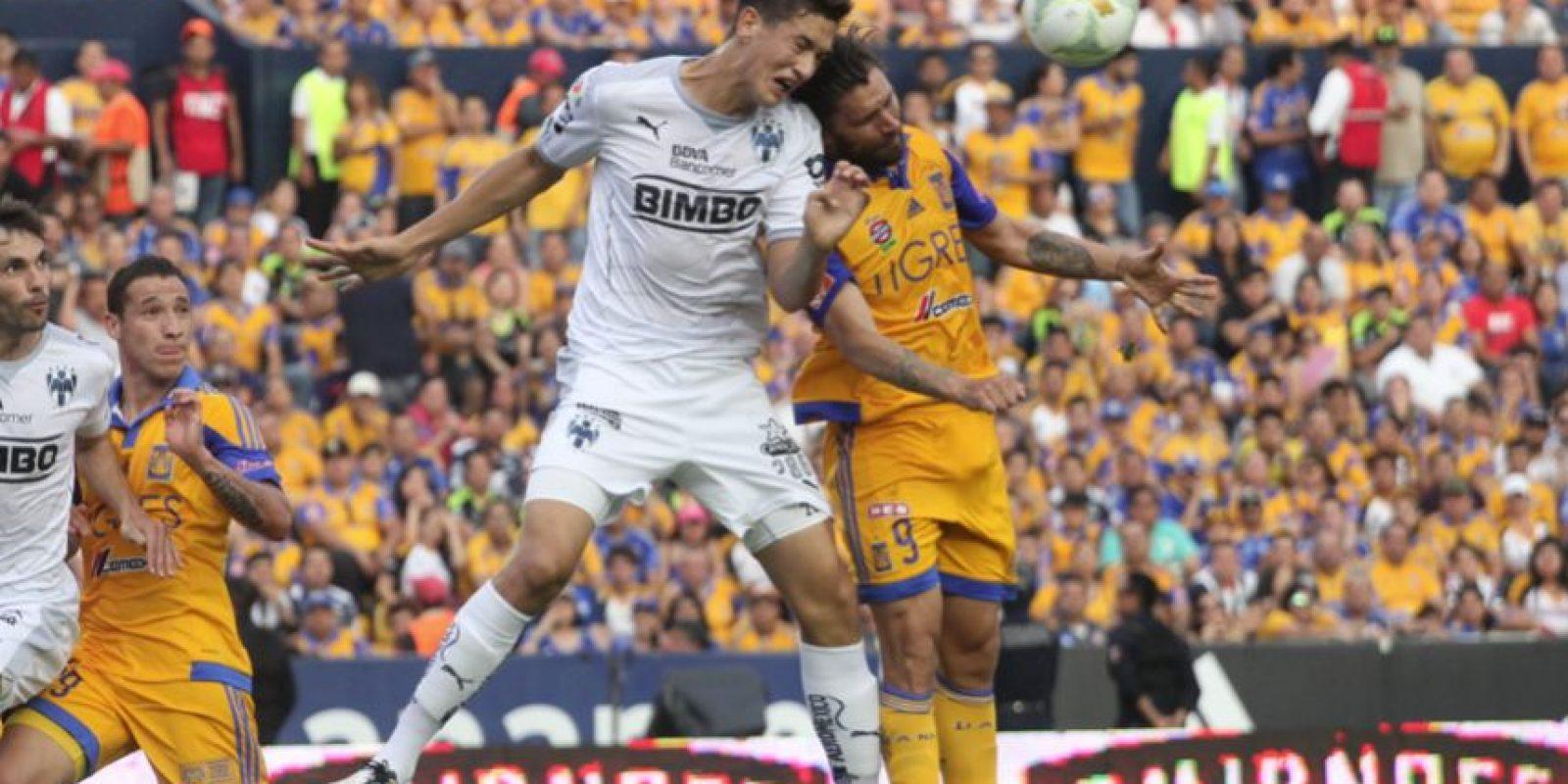 Rafael Sobis fue otro de los jugadores que se enfrentaron al defensa albiazul. Foto:Israel Salazar