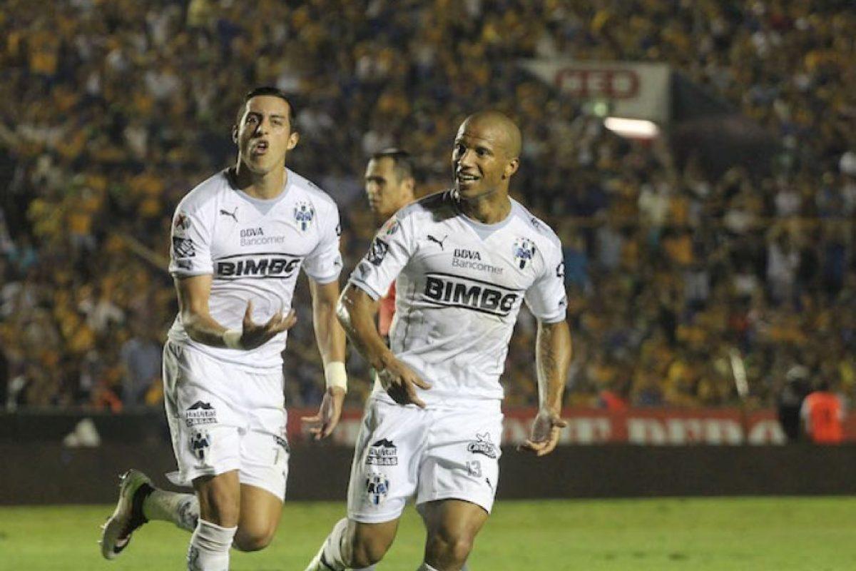 Rogelio Funes Mori y Carlos Sánchez, autores de dos de los goles de los Rayados Foto:Israel Salazar