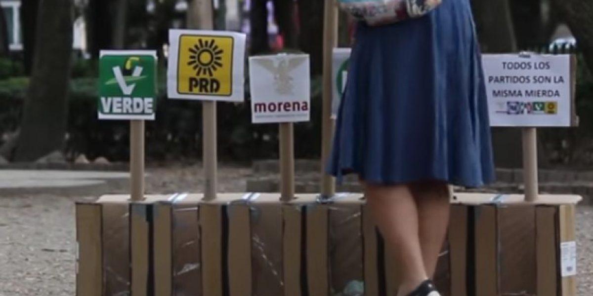 VIDEO: Con popó de perro, ciudadanos califican a partidos políticos