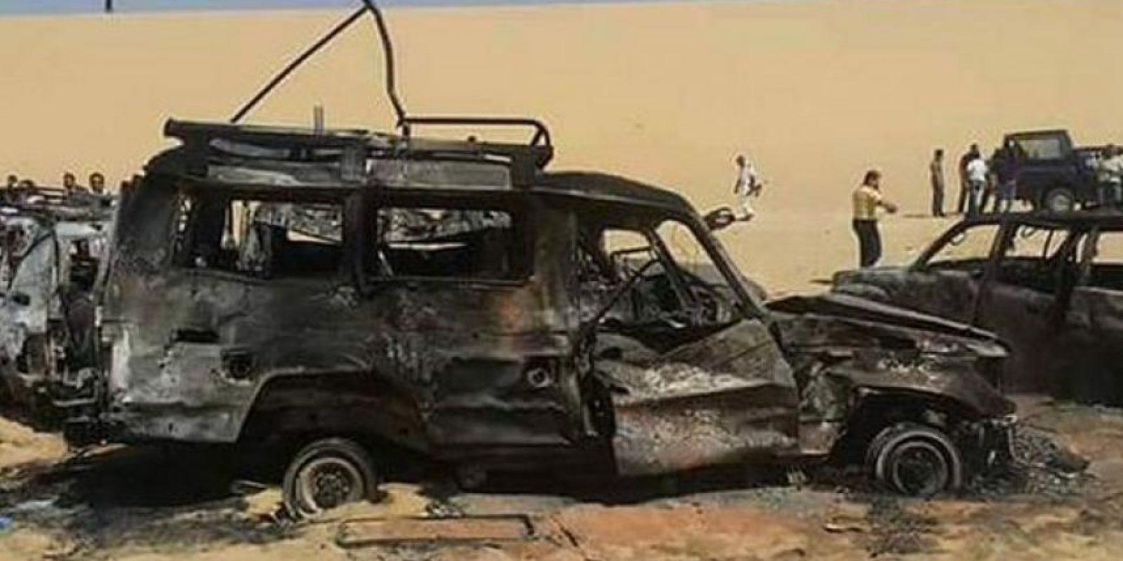 imagen difundida por medios egipcios de cómo quedó la camioneta en la que viajaban los turistas Foto:Especial