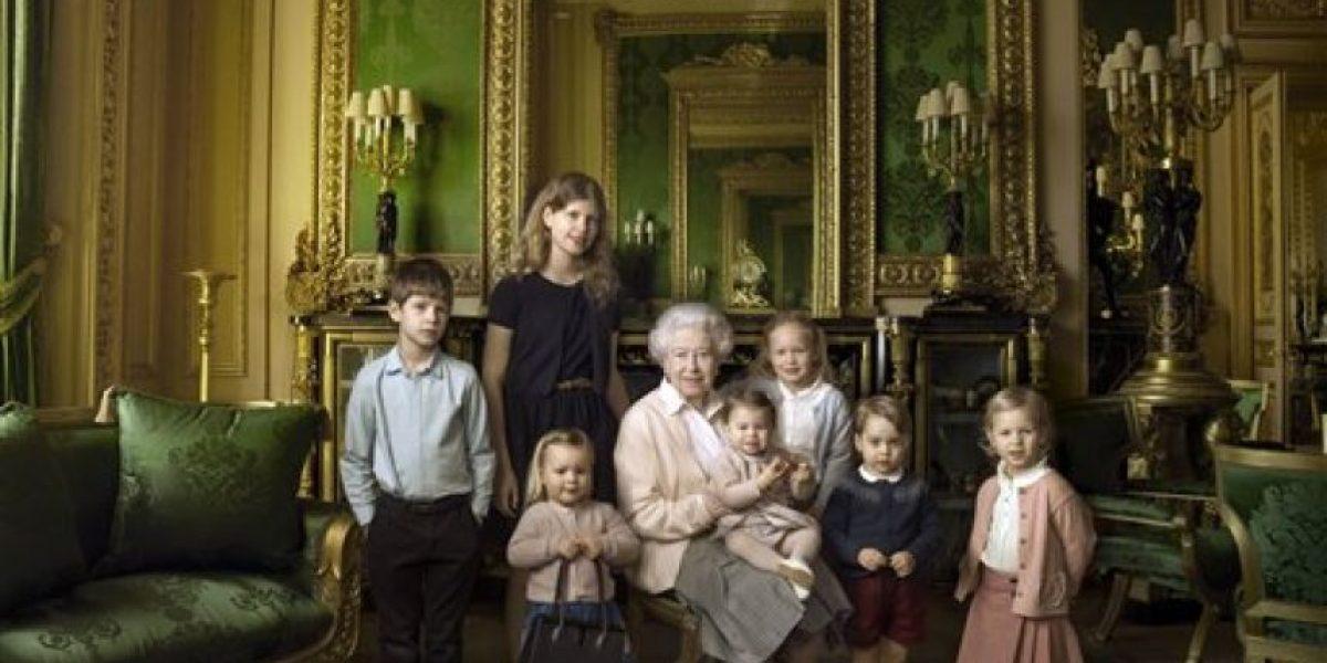 Difunden fotos íntimas de la Reina Isabel II