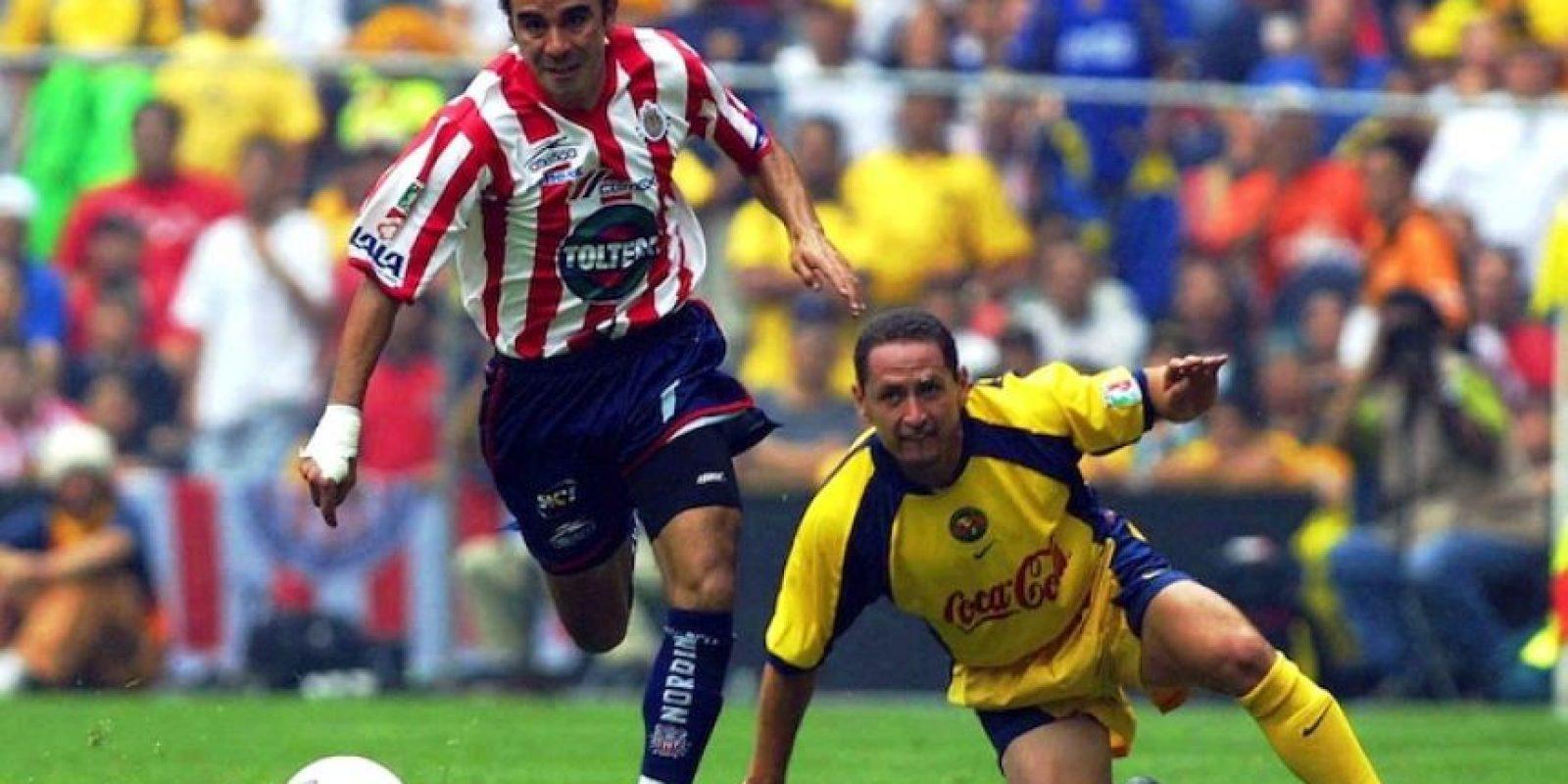 """El """"Gusano"""" disputó varios Clásicos nacionales y regios, pues defendió las camisetas de Chivas, América y Tigres. Foto:Mexsport"""