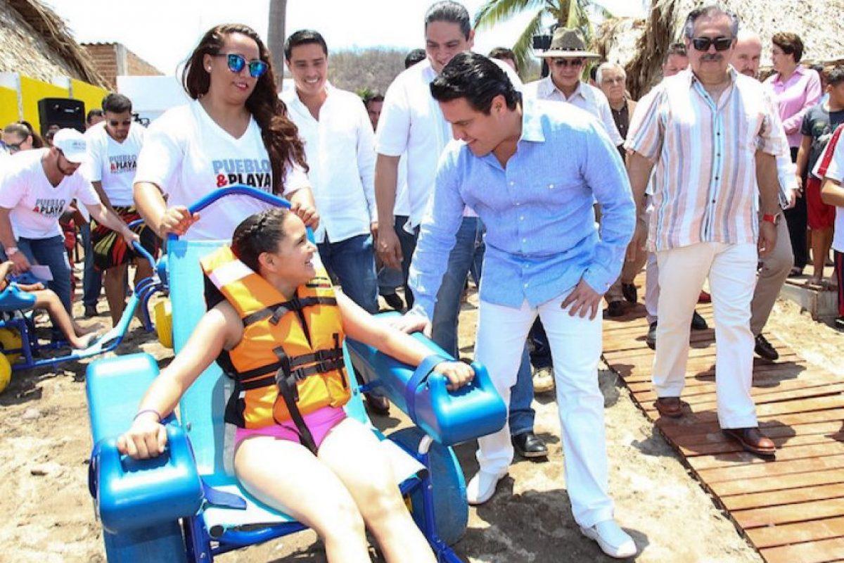 Aristóteles Sandoval inaugura primer espacio turístico -pueblo y playa- dedicado para personas con discapacidad en México.