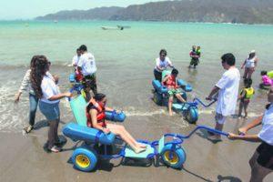 Las personas con discapacidad quedaron encantadas con el avance que esta playa significa para la inclusión. Foto:EL INFORMADOR / F. Atilano