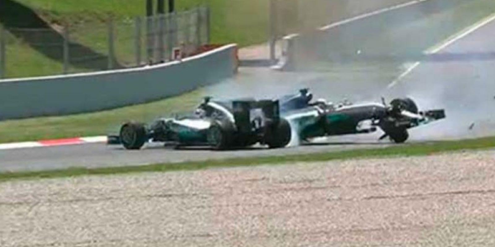 El impacto se produjo durante la primera vuelta del Gran Premio de España. Foto:Captura de pantalla