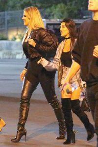 Khloé Kardashian muestra de más debido a un fallo en sus leggings Foto:Grosby Group