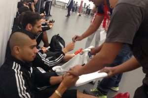 Con caras largas Chivas regresa a Guadalajara Foto:Sergio Meléndez/Publisport