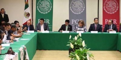 Los padres de los normalistas se reunieron con la titular de la PGR, Arely Gómez Foto:PGR