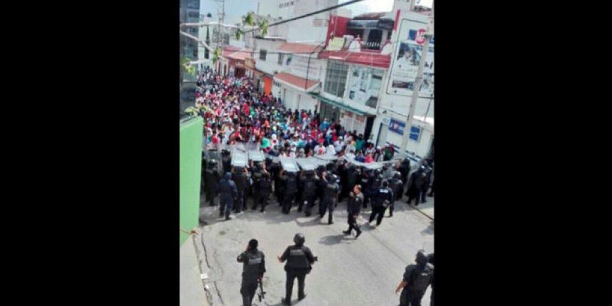 Maestros, normalistas y policías se enfrentan en Chiapas; hay cinco heridos