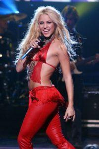Después del primer discurso de Trump donde criticaba a los latinos, Shakira compartió en su cuenta de Twitter: Foto:Getty Images