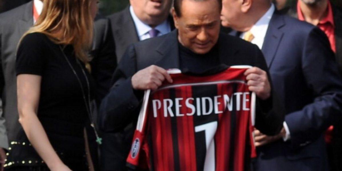 VIDEO: Silvio Berlusconi amenaza con no pagar a jugadores del Milan
