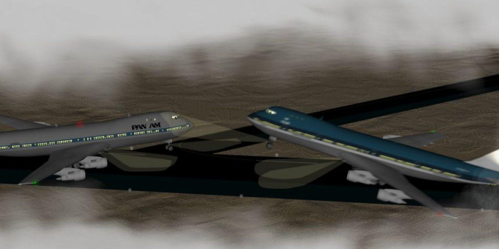 Una explosión cerca del aereopuerto de Gran Canaria obligó a que los vuelos se desviaran al aereopuerto Los Rodeos (hoy Aeropuerto Norte de Tenerife). La falta de radares, fallas en la comunicación y el tamaño insuficiente del aeropuerto provocaron que dos aviones Boeing 747 chocaran causando el accidente más mortal en la historia: 248 pasajeros de KLM y 335 de Pan Am perdieron la vida. 583 personas murieron en total Foto:Wikipedia