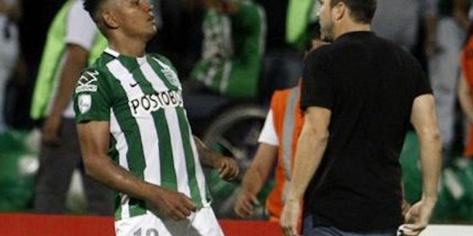 """El """"Chacho"""" Coudet encaró a Alexander Mejía tras el final del partido. Foto:Twitter"""