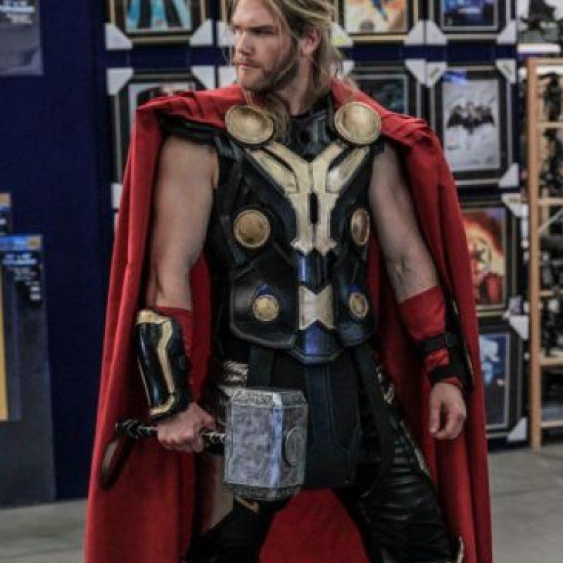 Por ser igual a Hemsworth. Foto:vía Facebook/ThorOfOz