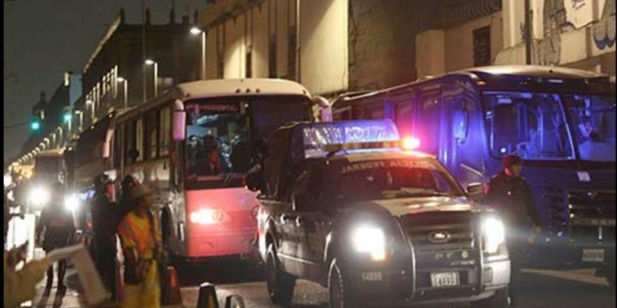 Policía Federal desaloja a integrantes de la CNTE de la Plaza de Santo Domingo