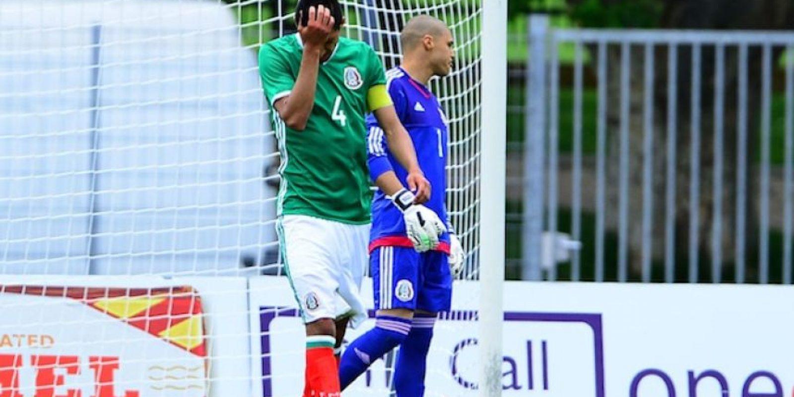 Las caras de desilusión inundaron al cuadro mexicano en la cancha. Foto:Mexsport