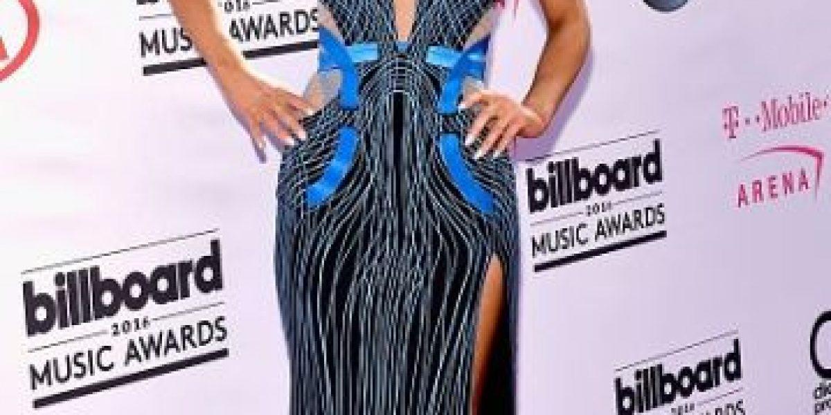 Ariana Grande se tropezó en la alfombra roja de los Billboard