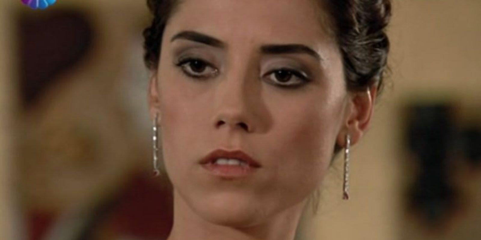Eyşan Tezcan fue interpretada por Cansu Dere. Ella es hija del estafador Serdar y está enamorada de Ezel. Foto:vía Show TV