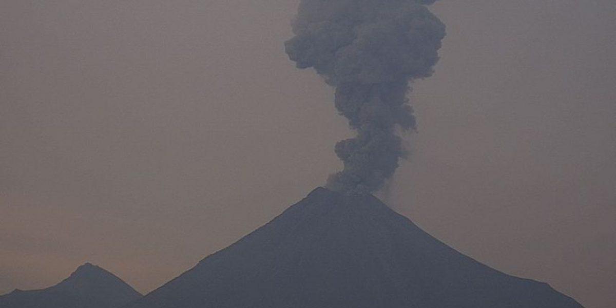 Reportan tres exhalaciones del Volcán de Colima