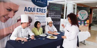 Cada participante explicó al jurado por qué su platillo se catalogaba como comida mexicana fusión. Foto:Gregorio López / Publimetro
