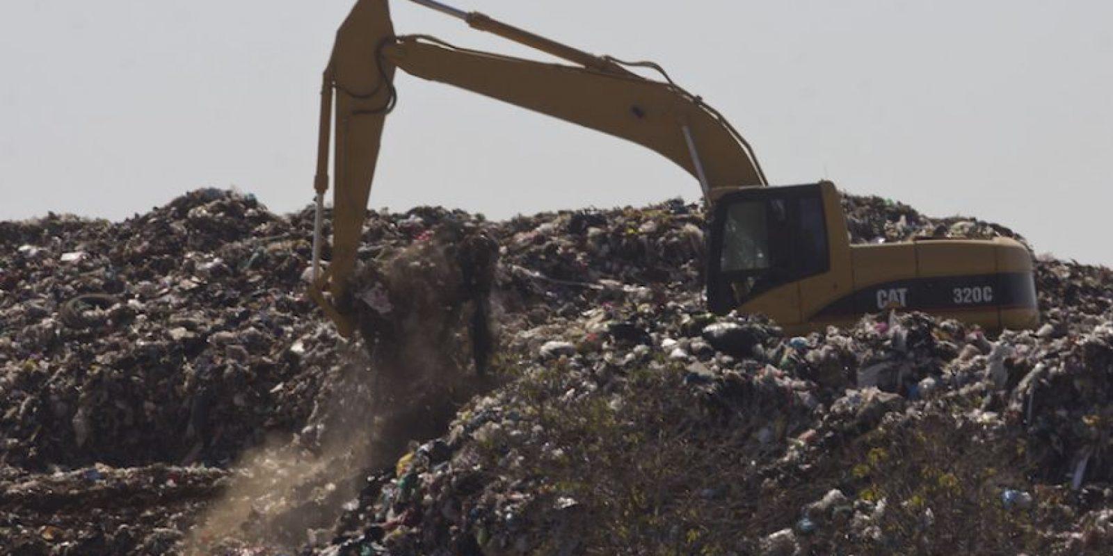 La proliferación de tiraderos de basura clandestinos en la Ciudad de México es un problema que no ha podido frenar el Gobierno capitalino ni las jefaturas delegacionales, pese a las consecuencias ambientales. Foto:Cuartoscuro