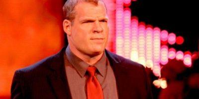 Como político podría lucir como cuando fue Jefe de Operaciones de WWE, bajo el nombre de Kane Corporativo Foto:WWE