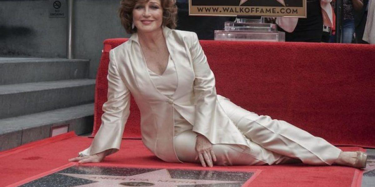 Angélica María devela su estrella en Paseo de la Fama de Hollywood
