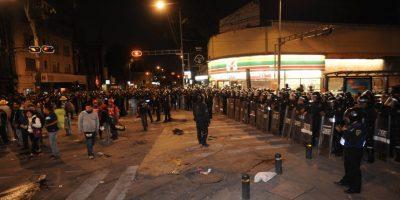 La policía cercó la zona para evitar que los maestros hagan bloqueos en otros lados Foto:cuartoscuro