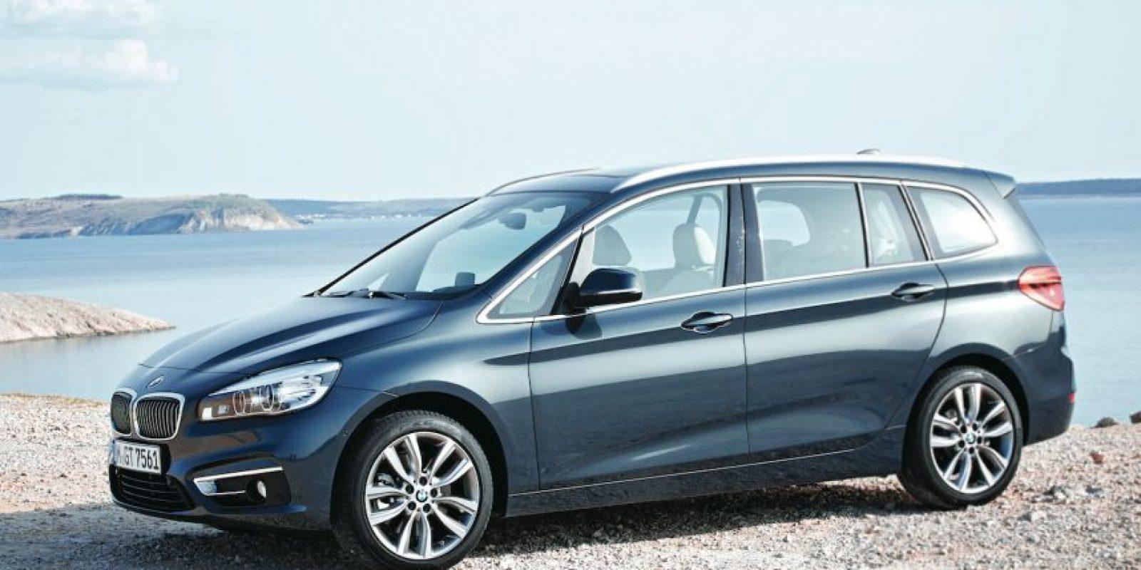 Tanto el diseño exterior como el interior son de calidad excepcional. Los materiales y ensambles son los correctos, todo con calidad Premium. Siete pasajeros disfrutarán de la buena marcha. Foto:BMW
