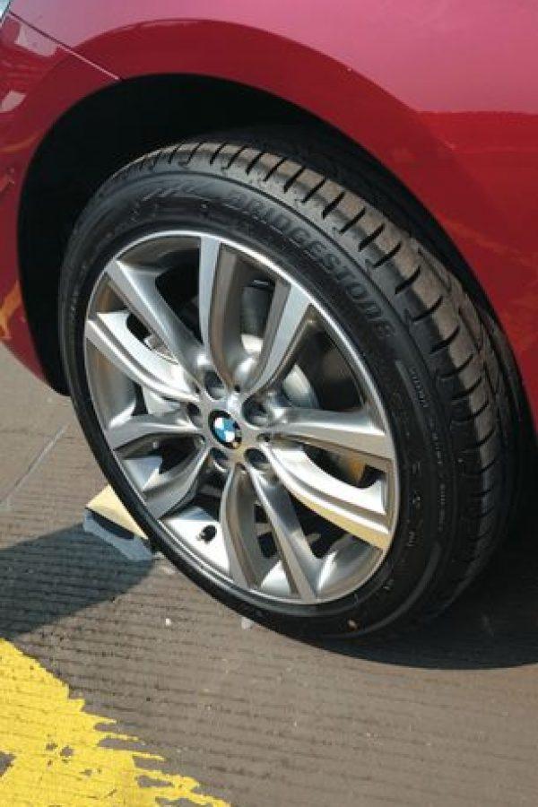 Los neumáticos y rines son exclusivos para este modelo, el cual es una sola version para México Foto:Mario Rossi
