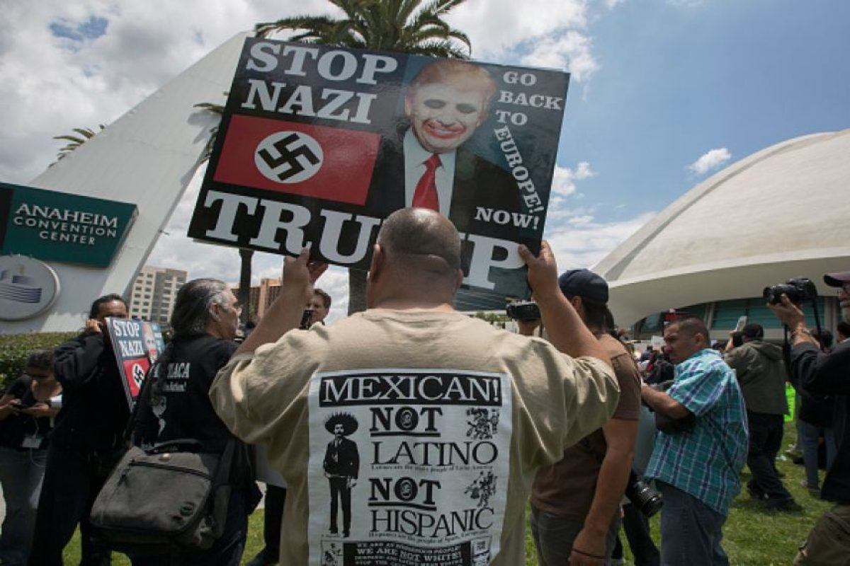 Al menos un centenar de personas protestó este 25 de mayo en contra del empresario Foto:Getty Images