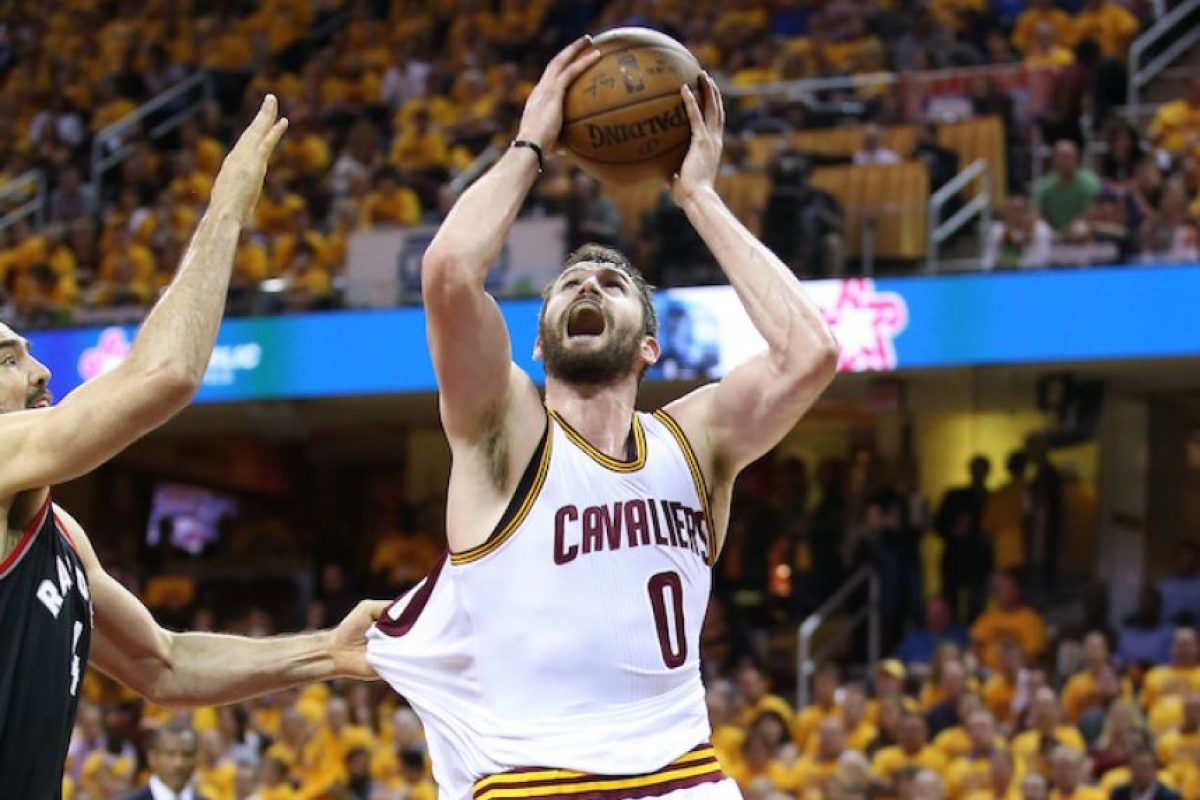 ¡Paliza! Cavs aplastan a Raptors y están cerca de la gran final de la NBA Foto:Getty Images
