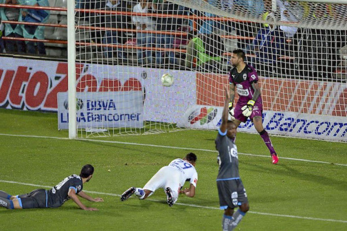 Franco Jara da ventaja al Pachuca sobre Monterrey en la gran final Foto:Mexsport
