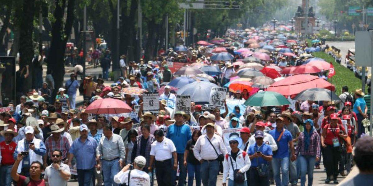 CNTE logra mesa de diálogo y no desalojo