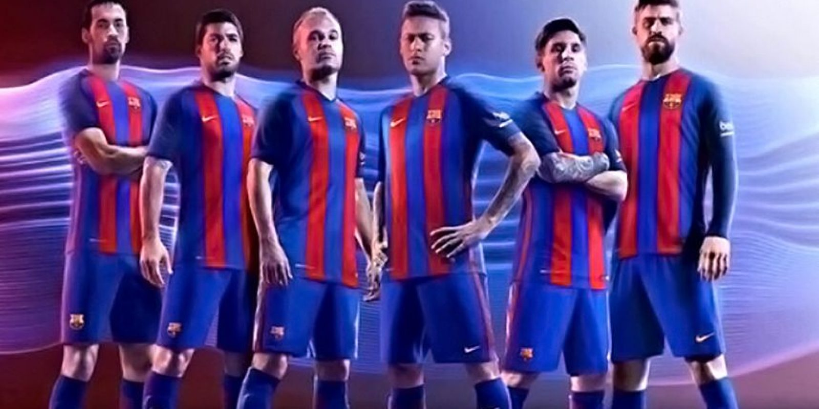 Barcelona vuelve a sus tradicionales rayas verticales. Foto:Vía twitter.com