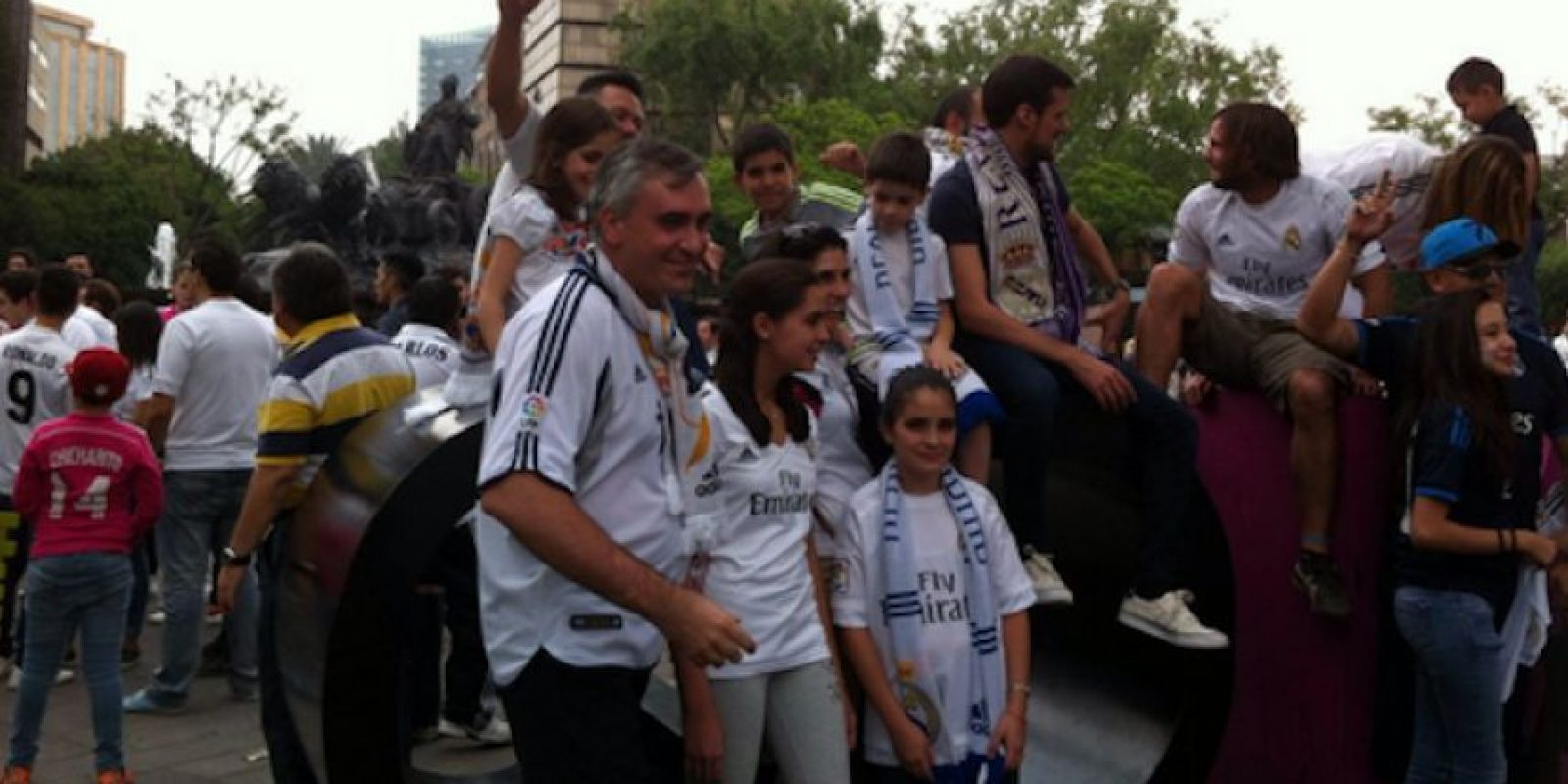 Decenas de seguidores madridistas se dieron cita en la Roma para gritar la undécima Champions League. Foto:Twitter