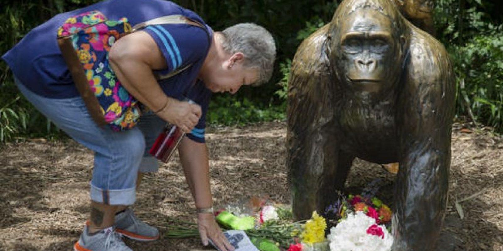 Varios activistas y visitantes le han rendido homenaje. Foto:AP