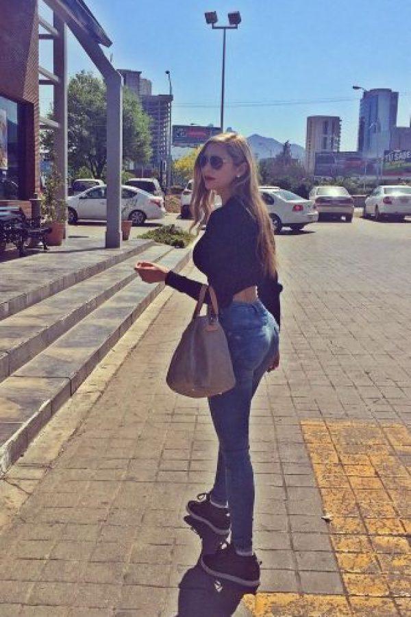 Ella es modelo, psicoterapeuta y aficionada a las armas Foto:Vía instagram.com/ileanasalasl