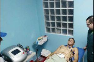 Landin en su arribo realizando los examenes médicos Foto:Facebook