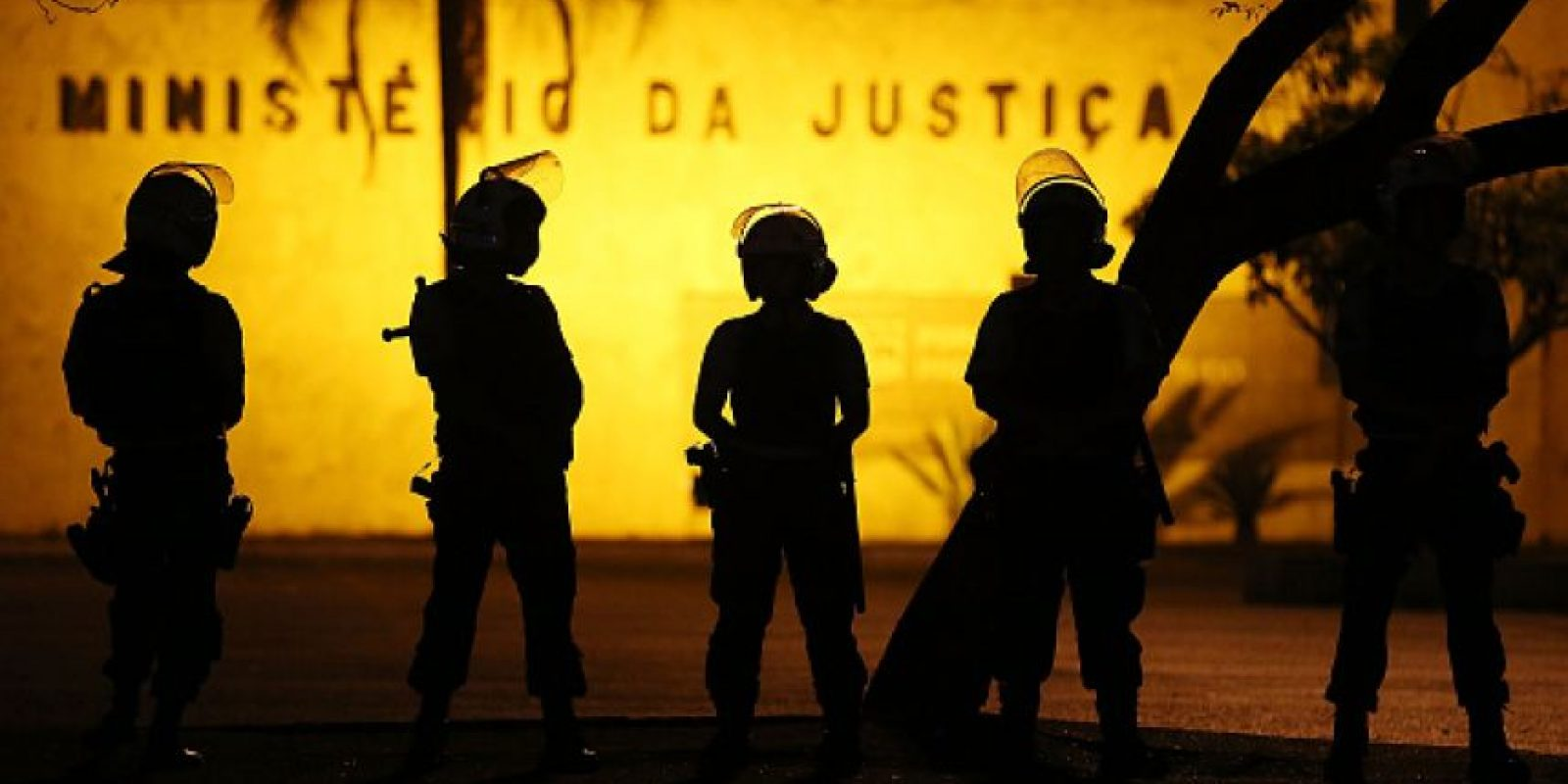 La policía de Brasil busca a los más de 30 hombres acusados de violar a la joven de 16 años. Foto:Getty Images