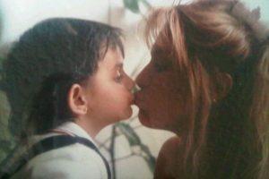 Gaby Michel y Aislinn cuando tenía un añito Foto:Twitter