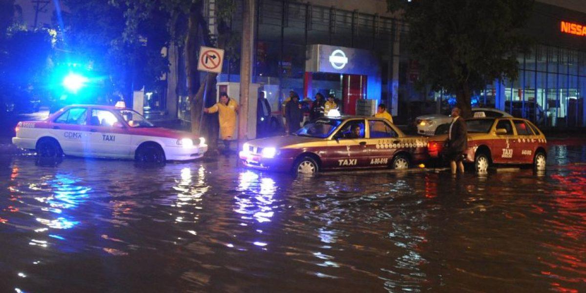 Tromba deja inundaciones y afectados en Iztapalapa