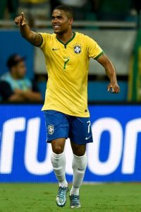 Sin la posibilidad de contar con Neymar, la gran esperanza en el ataque brasileño era el jugador de Bayern Munich. Sin embargo, el puntero sufrió una lesión muscular en la pierna izquierda de la que no alcanzará a recuperarse y Dunga optó por llamar a Kaká en su reemplazo Foto:Getty Images