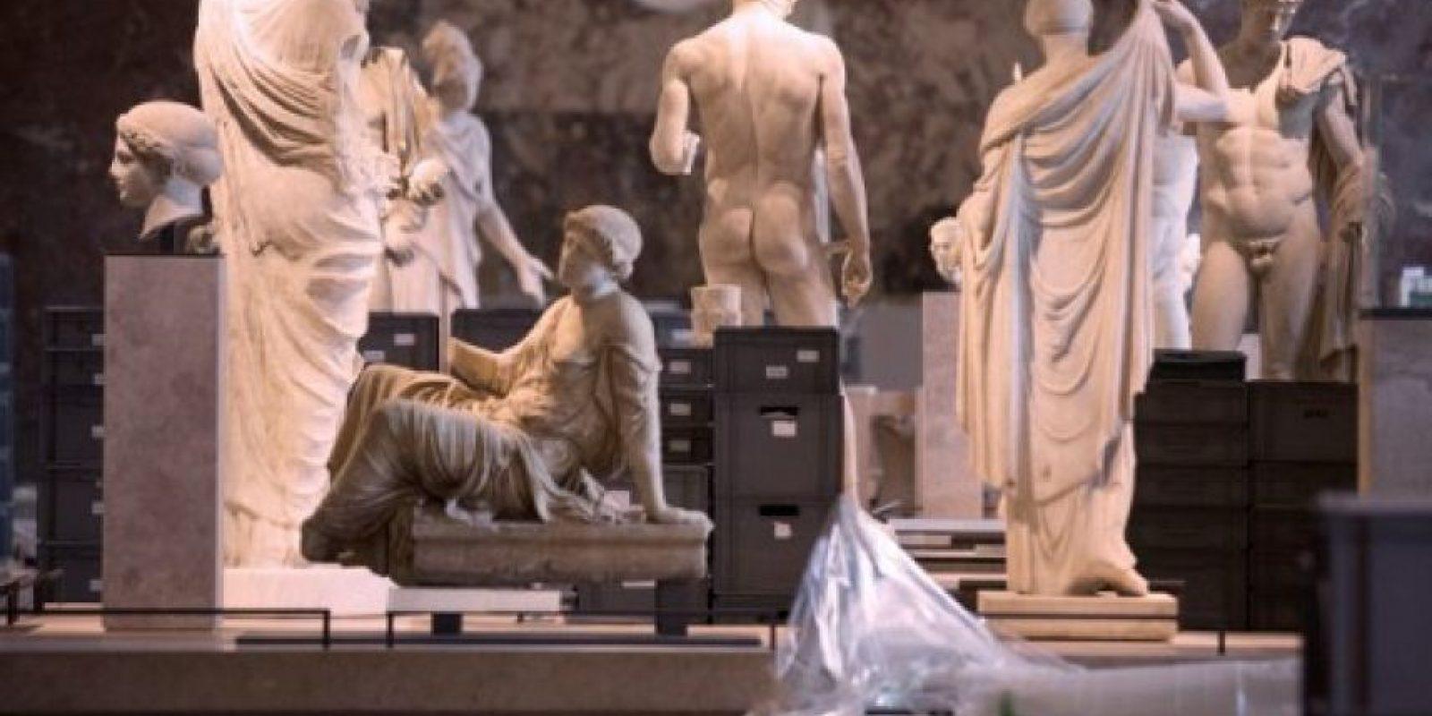 El Museo de Louvre está retirando obras de arte de las áreas donde corren peligro. Foto:AFP