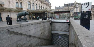 Algunas estaciones del Metro de París suspendieron sus servicios. Foto:AFP