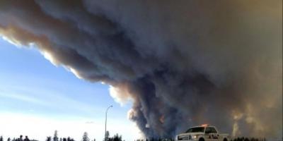 El incendio ha provocado el desalojo de miles de habitantes. Foto:AP