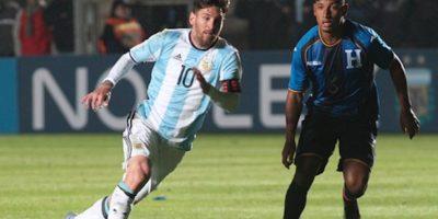 El astro argentino se lesionó la zona lumbar en un duelo contra Honduras. Foto:Getty Images